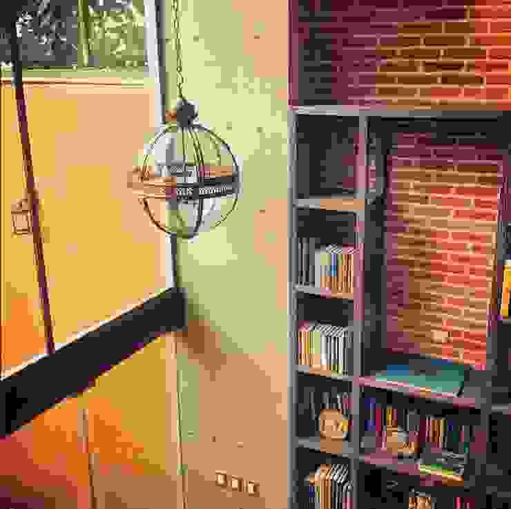 Biblioteca Higueras Estudios y despachos modernos de Quinto Distrito Arquitectura Moderno Ladrillos