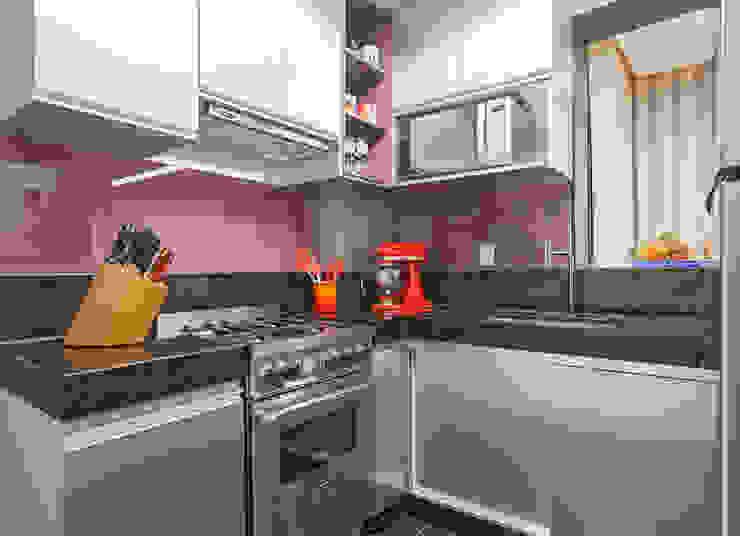 Eclectic style kitchen by Amis Arquitetura e Decoração Eclectic