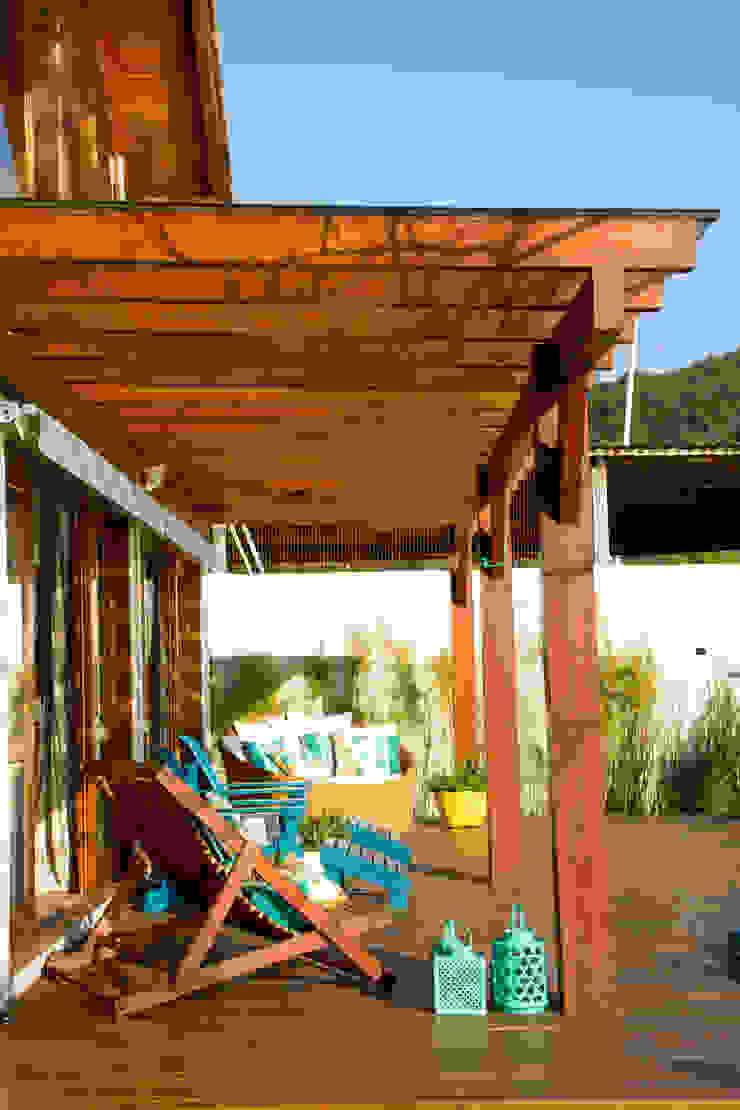Balkon, Beranda & Teras Gaya Rustic Oleh Espaço do Traço arquitetura Rustic