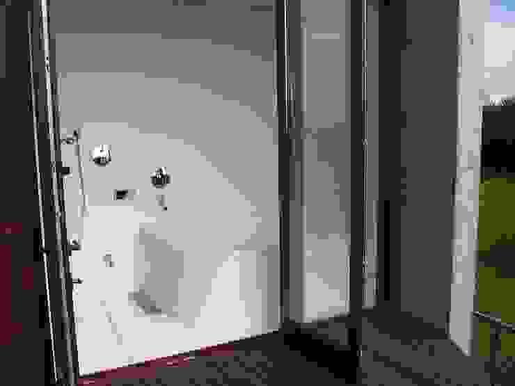 . トロピカルスタイルの お風呂・バスルーム の 有限会社 アルケ・スナン建築研究所 トロピカル