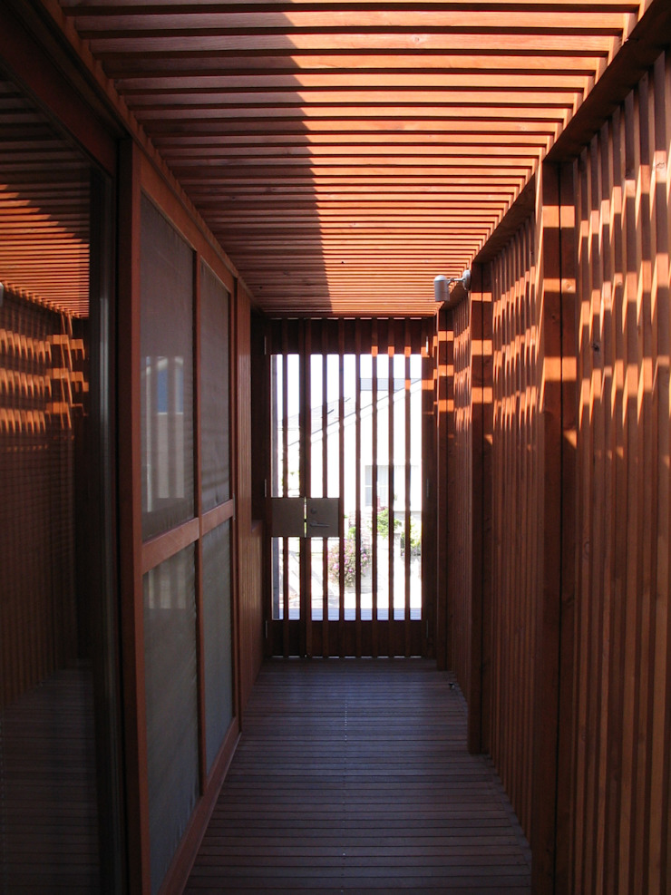 Eclectic style corridor, hallway & stairs by 有限会社 アルケ・スナン建築研究所 Eclectic