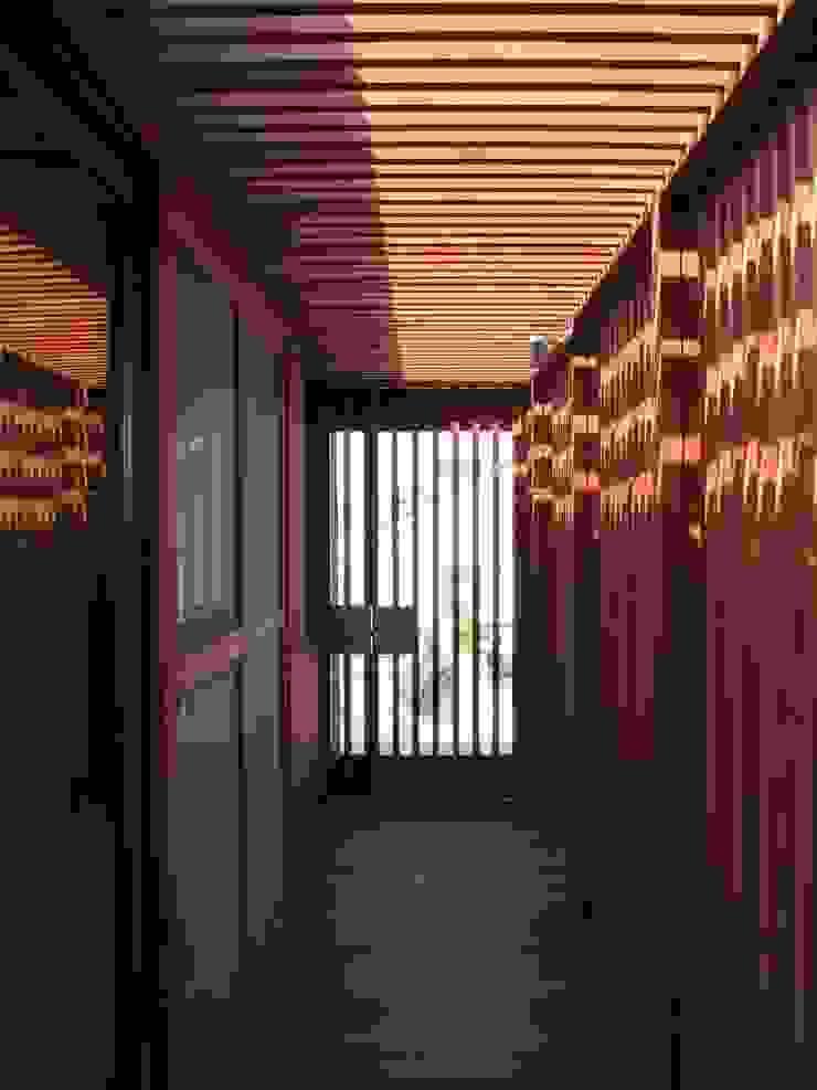 . オリジナルスタイルの 玄関&廊下&階段 の 有限会社 アルケ・スナン建築研究所 オリジナル