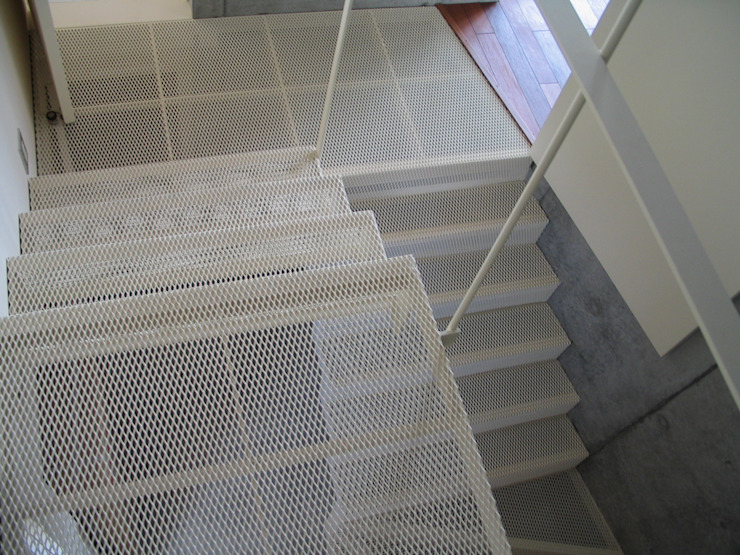 . インダストリアルな 玄関&廊下&階段 の 有限会社 アルケ・スナン建築研究所 インダストリアル