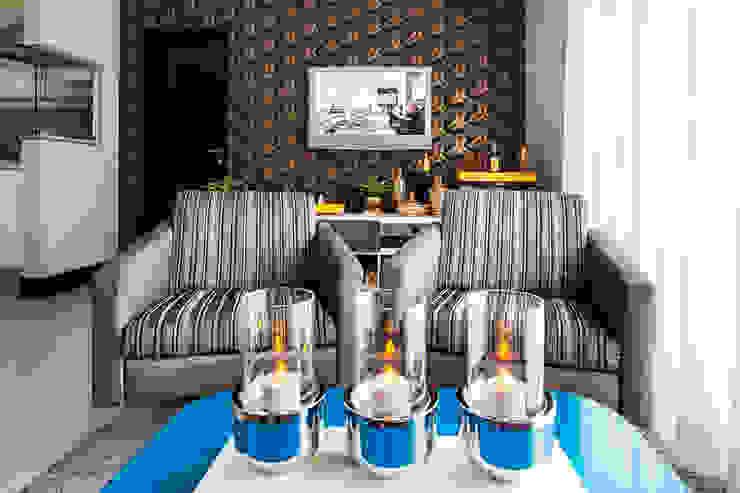 Salon moderne par Lo. interiores Moderne