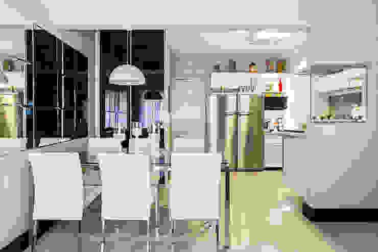 Salle à manger moderne par Lo. interiores Moderne
