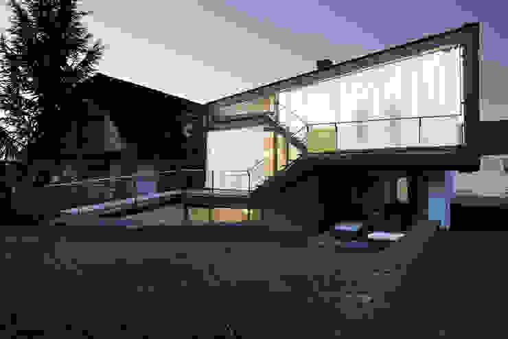 haus jones fassade geschlossen Moderne Häuser von reinhardtjung Modern