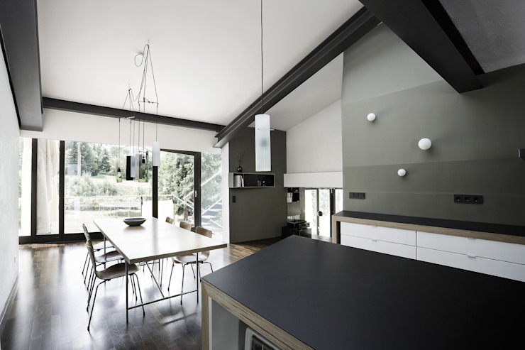 4 in 1 Generationen Haus im Goldenen Grund Moderne Esszimmer von reinhardtjung Modern