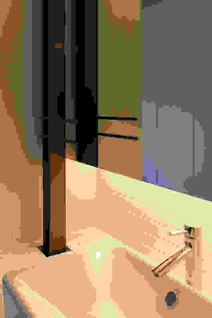 洗面 モダンスタイルの お風呂 の 一級建築士事務所 Atelier Casa モダン