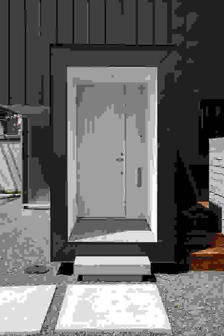 エントランス モダンな 家 の 一級建築士事務所 Atelier Casa モダン