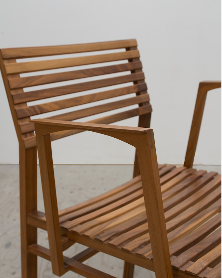 Stoeltje Hinta met dubbel gesteunde armlegger: modern  door meubelmakerij mertens, Modern