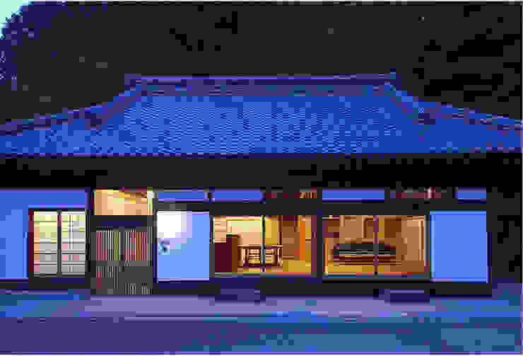 ファサード夜景: 松井建築研究所が手掛けた家です。,オリジナル