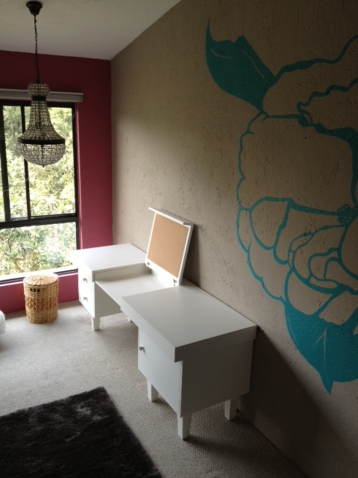 Escritorio multifuncional y mural Cuartos infantiles de estilo ecléctico de Quinto Distrito Arquitectura Ecléctico Derivados de madera Transparente