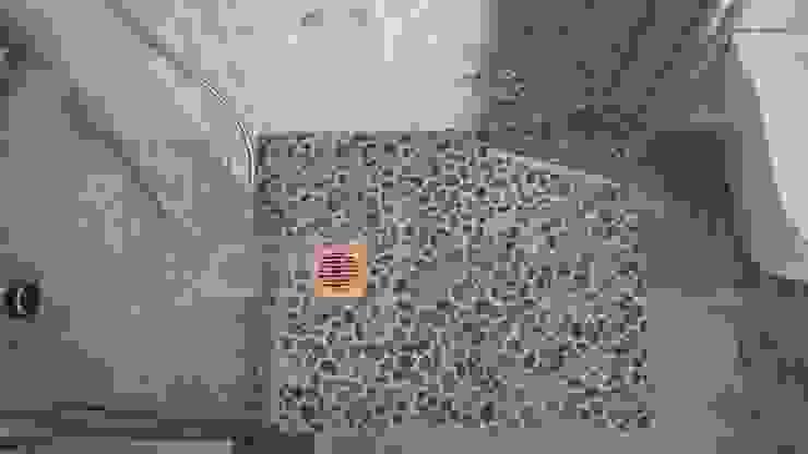 Massage für die Füße - Duschbereich aus Kieselsteinen Moderne Badezimmer von Hieber AG Modern