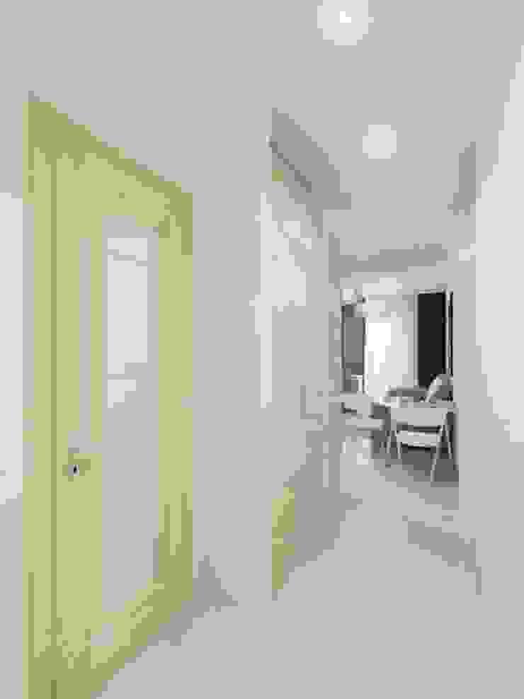 1-но комнатная квартира-студия 23.60m² Коридор, прихожая и лестница в модерн стиле от PLANiUM Модерн