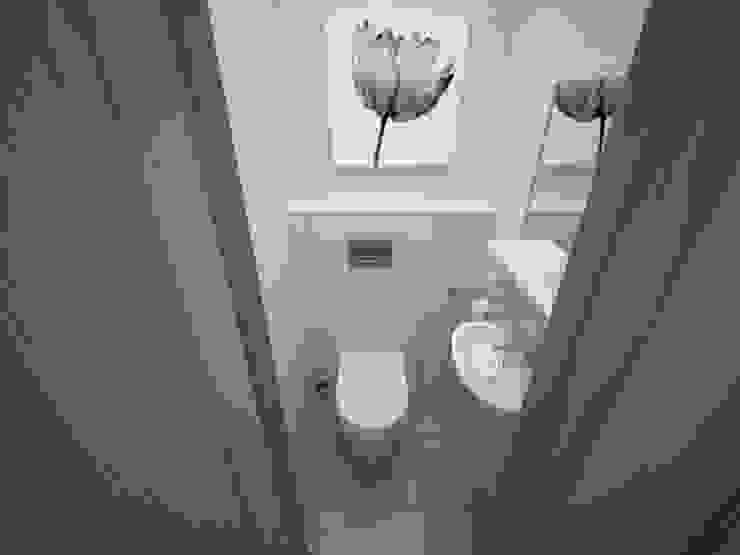 3-х комнатная квартира 75.42m² Ванная комната в скандинавском стиле от PLANiUM Скандинавский