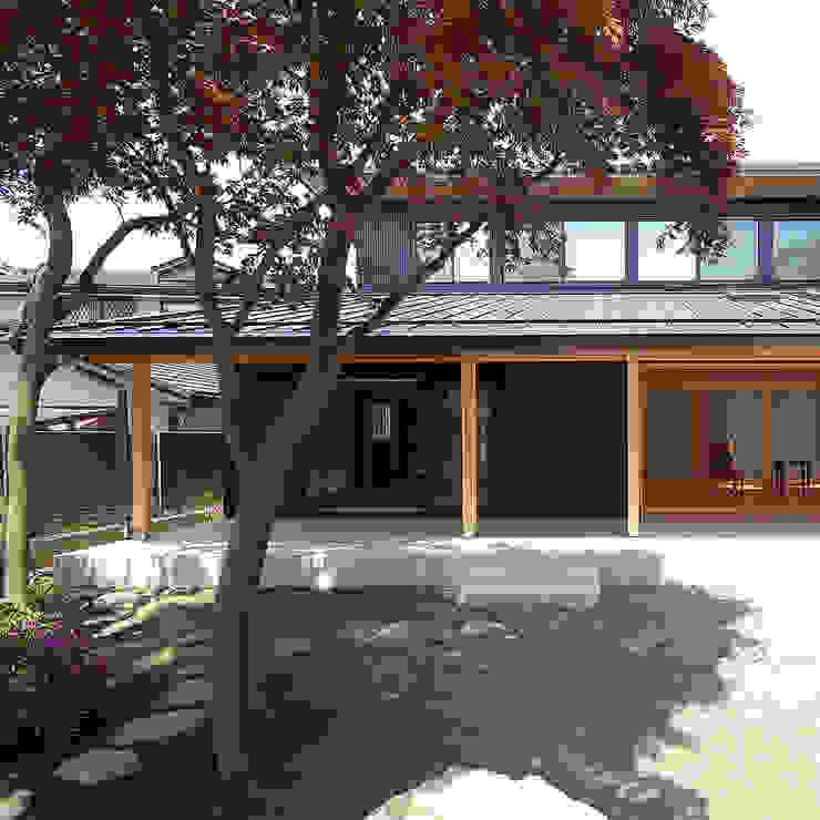 木薫る夏の教会「全開口と空窓の黙想の家」 モダンな 家 の M設計工房 モダン