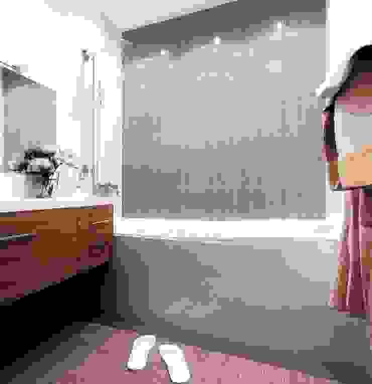 2-х комнатная квартира 54.10m² Ванная комната в стиле модерн от PLANiUM Модерн