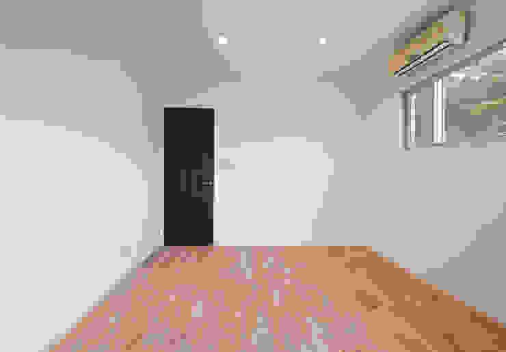 Dormitorios modernos de 有限会社クリエデザイン/CRÉER DESIGN Ltd. Moderno