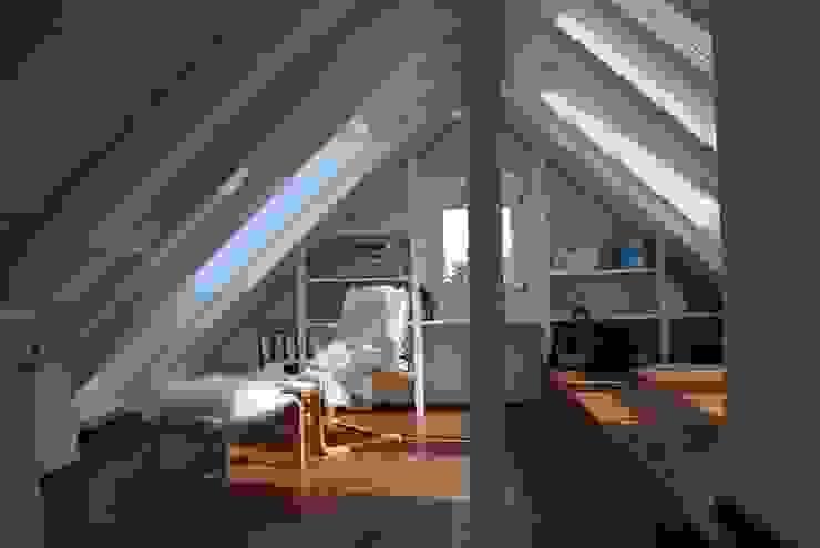 Haus MK, Nähe Frankfurt SIMONE JÜSCHKE INNEN|ARCHITEKTUR Moderne Wohnzimmer