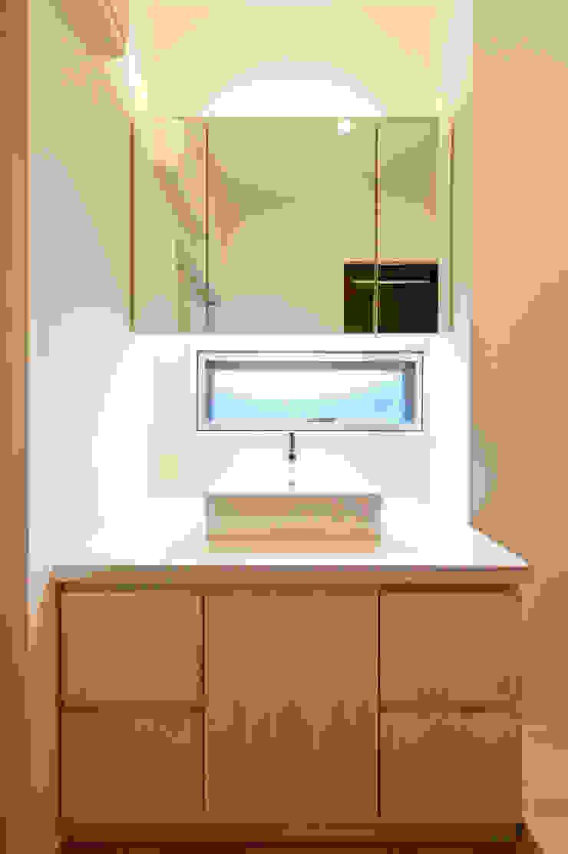 Baños modernos de 有限会社クリエデザイン/CRÉER DESIGN Ltd. Moderno
