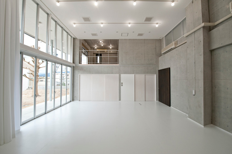 有限会社クリエデザイン/CRÉER DESIGN Ltd. Ruang Komersial Modern