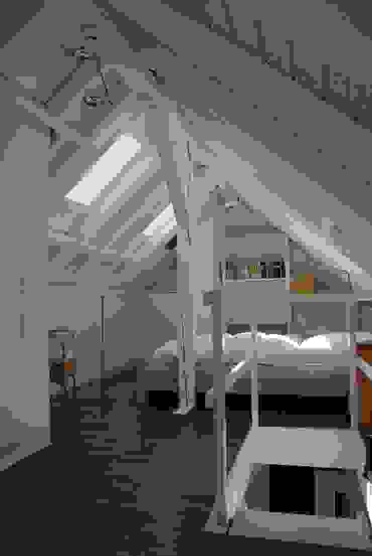 Bereich Gast SIMONE JÜSCHKE INNEN|ARCHITEKTUR Moderne Schlafzimmer