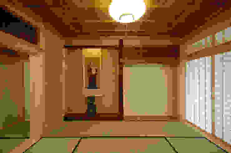 木薫る夏の教会「全開口と空窓の黙想の家」 モダンデザインの 多目的室 の M設計工房 モダン