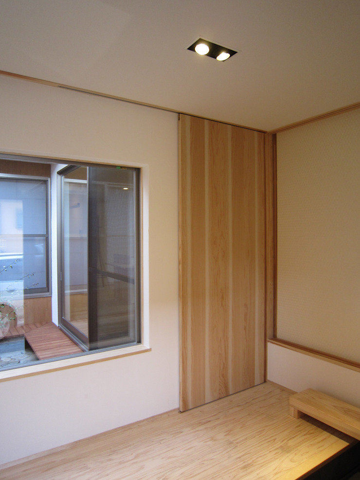 Corredores, halls e escadas modernos por 有限会社クリエデザイン/CRÉER DESIGN Ltd. Moderno