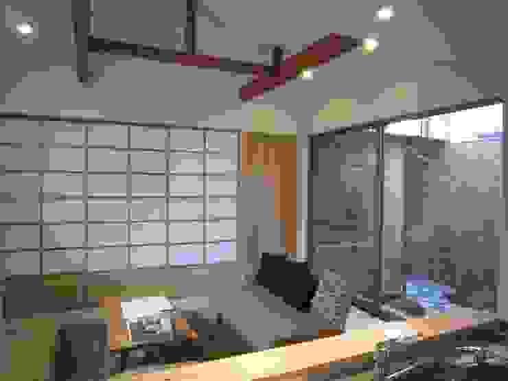 Salas de estar modernas por 有限会社クリエデザイン/CRÉER DESIGN Ltd. Moderno