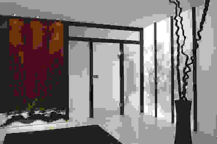 Holz Pirner GmbH Modern Corridor, Hallway and Staircase