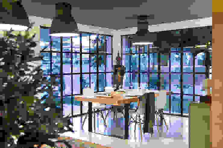 Salle à manger de style  par Egue y Seta, Moderne