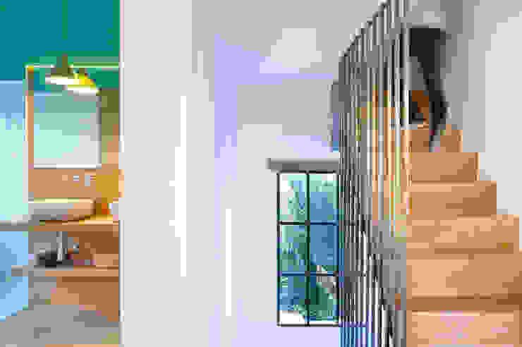 Koridor & Tangga Modern Oleh Egue y Seta Modern