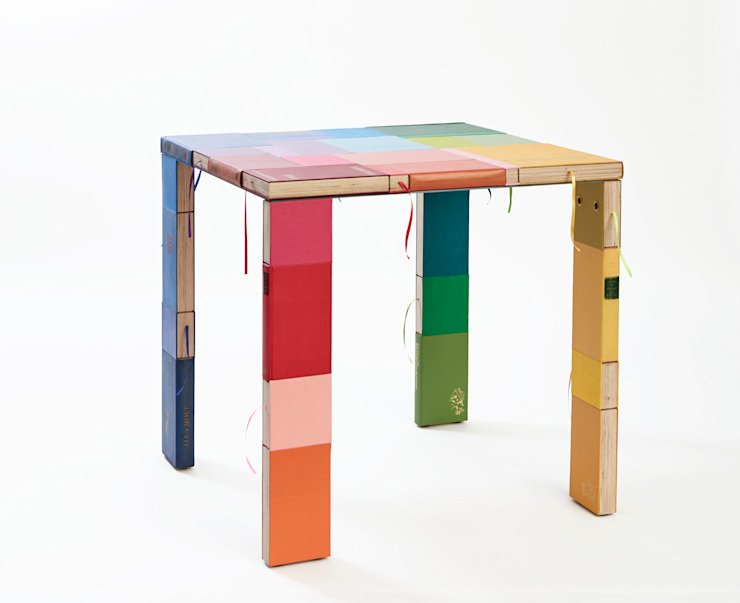 BOOKED square table : modern  door BOOKED  by Jacqueline le Bleu, Modern