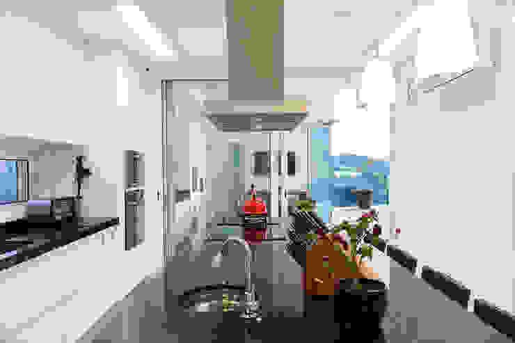 Casa FD Cozinhas modernas por SAA_SHIEH ARQUITETOS ASSOCIADOS Moderno