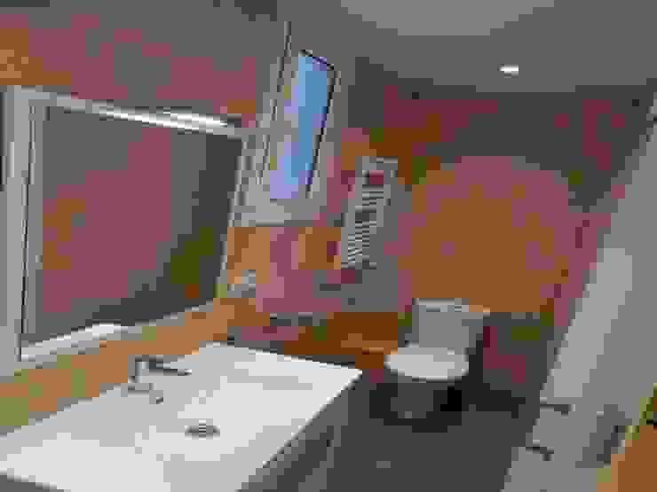 Reformas de baños y aseos Baños de estilo clásico de Reyes & Reyes reformas y servicios Clásico