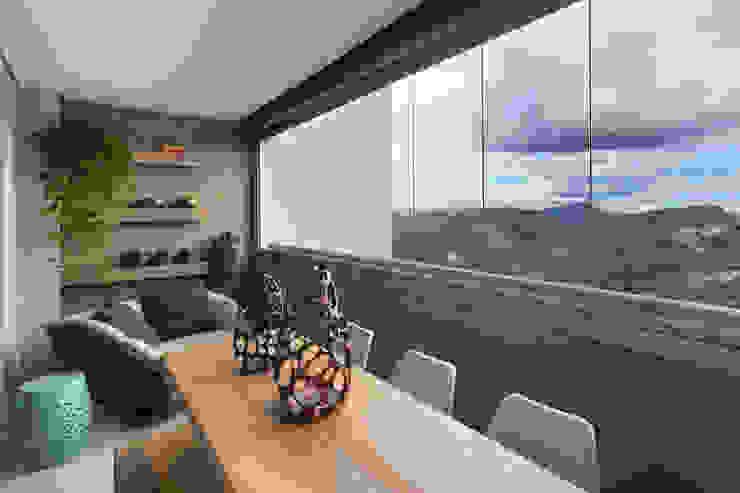Varanda Gourmet Varandas, alpendres e terraços tropicais por Haruf Arquitetura + Design Tropical
