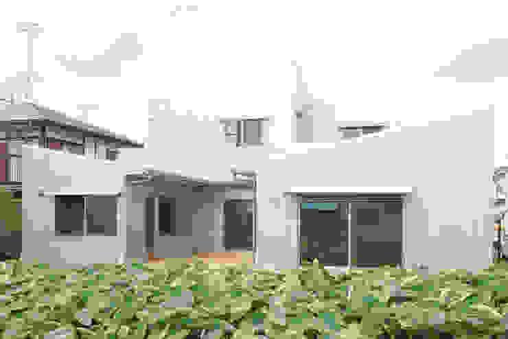 Дома в стиле модерн от M設計工房 Модерн Металл