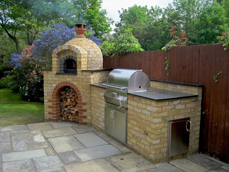 Outdoor Kitchens and BBQ Areas Сад в средиземноморском стиле от Design Outdoors Limited Средиземноморский