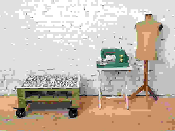 de estilo industrial por Tailormade Furniture, Industrial