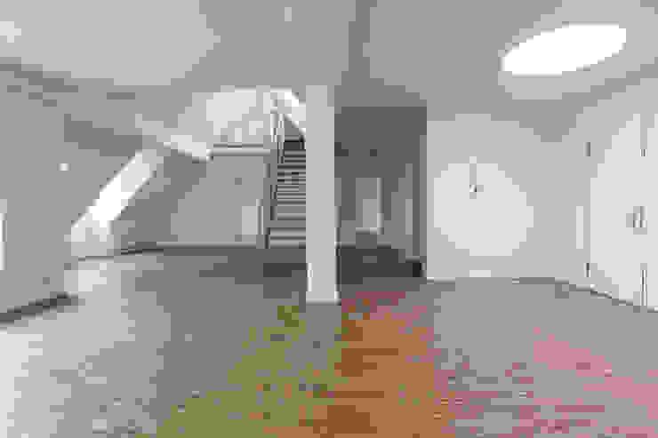 Brandenburgische Straße 46, 10707 Berlin Moderne Wohnzimmer von Becker + Hofstätter, Projektsteuerung und Controlling GmbH & Co. KG Modern