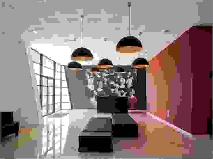GALERÍAS_SUELOS Y PAREDES Salones de eventos de estilo moderno de SUELOS Y PAREDES SIN OBRAS Moderno