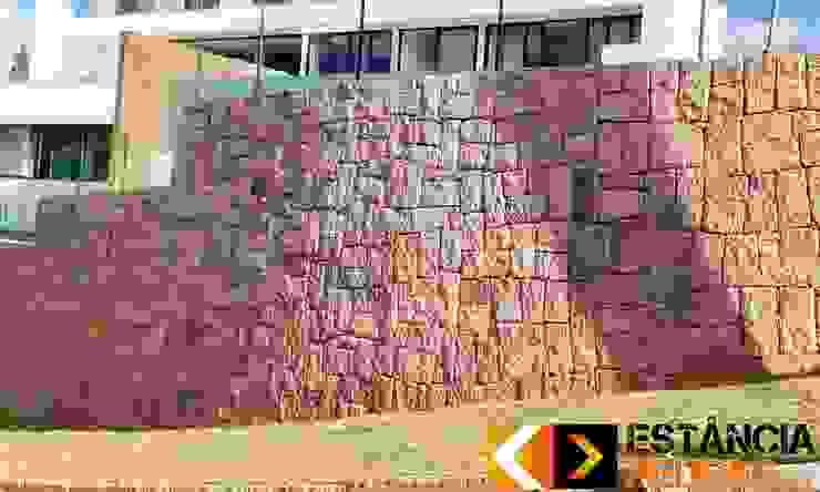 Estância Pedras ラスティックスタイルな 壁&床