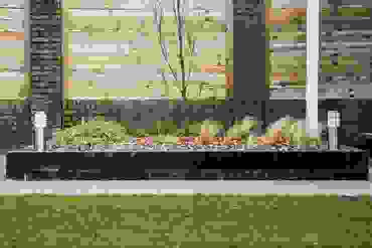 moderne tuin Moderne tuinen van Hoveniersbedrijf de bruin Modern