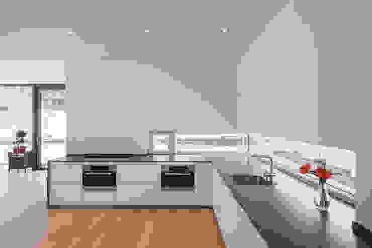 Cocinas de estilo moderno de Architekturfotografie Steffen Spitzner Moderno