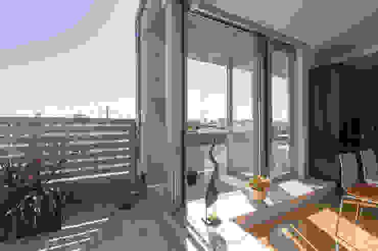 テラスに接する折戸サッシ インダストリアルな 家 の ティー・ケー・ワークショップ一級建築士事務所 インダストリアル アルミニウム/亜鉛