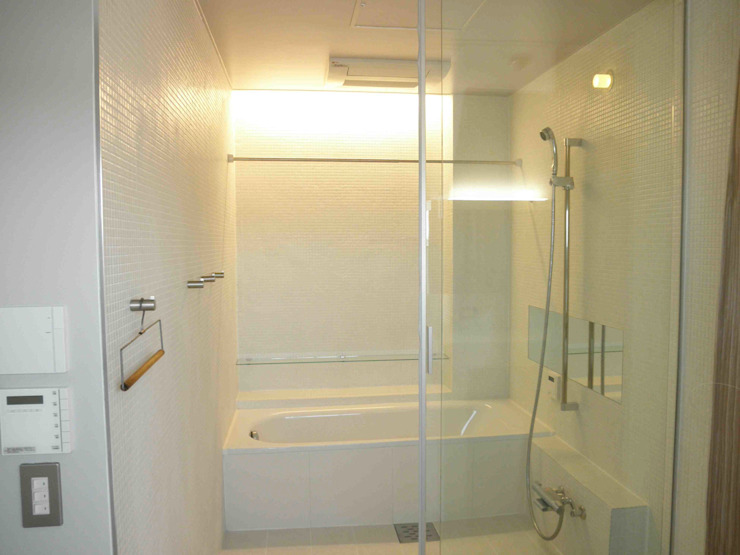 Scandinavian style bathroom by ティー・ケー・ワークショップ一級建築士事務所 Scandinavian