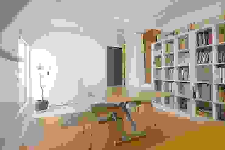 書斎 北欧デザインの 多目的室 の ティー・ケー・ワークショップ一級建築士事務所 北欧