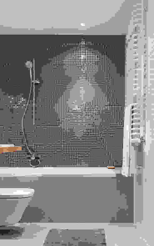 Łazienka Prądnik Biały Skandynawska łazienka od SPOIWO studio Skandynawski