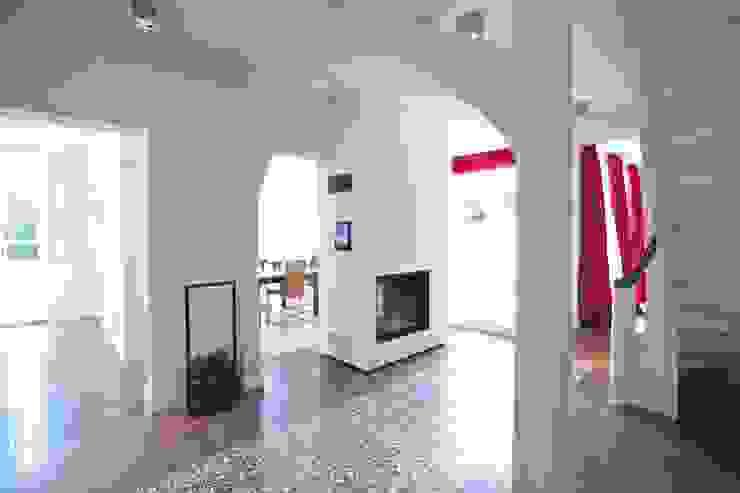 Koridor & Tangga Gaya Eklektik Oleh Bussemas Architekten Eklektik