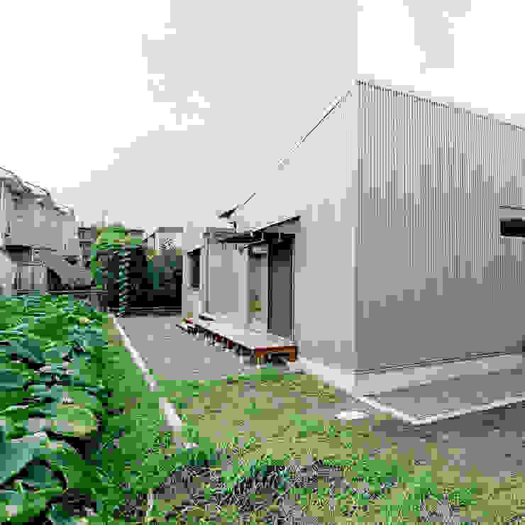 Balcones y terrazas de estilo moderno de M設計工房 Moderno Metal